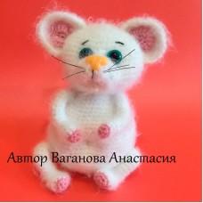 Вязаная игрушка Белый мышонок